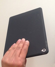 30_ipad_air2_elecom_silicon_case_hand_top