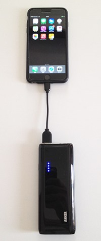 anker_astro m3_iphone_charge