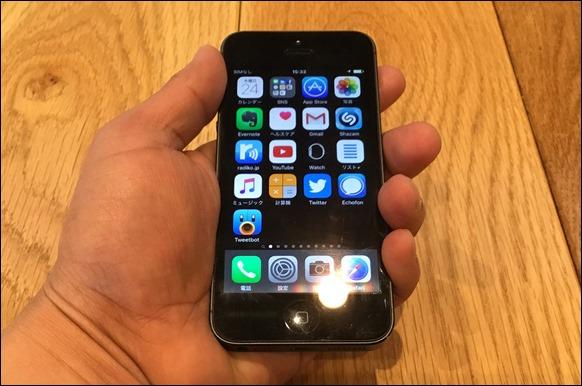 4-iphone5-hand
