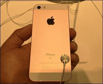 4_iphone_se_bk_camera