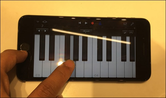 12-iphone7-plus-garageband