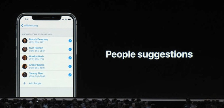 13-wwdc201806-apple-event-iphoto-people-sugegestions