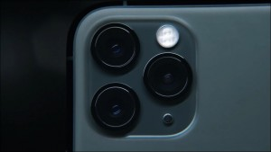 154-appleevent-2019-9-11-iphone11-pro-camera-lens_thumb.jpg